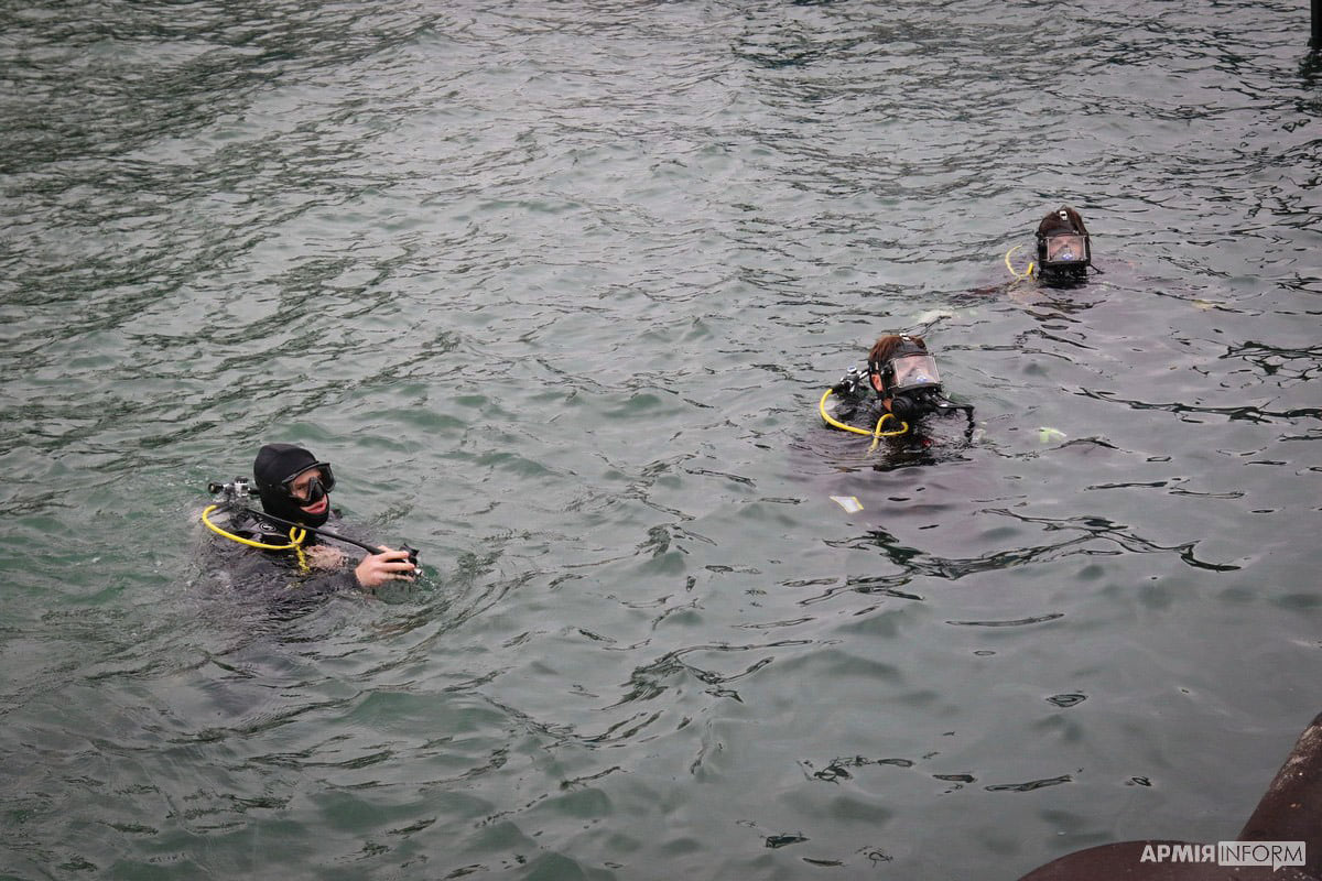 Divers from the United States and Ukraine inspect hydraulic structures in the water area of the port of Yuzhny